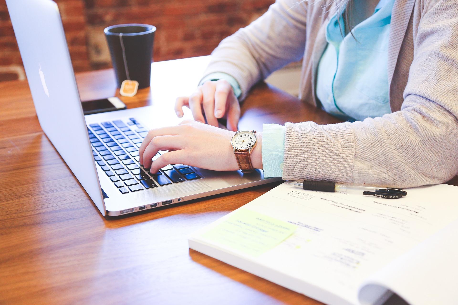 Web通の実践ウェブ文章術~ライティングの基本と紙媒体との違い~
